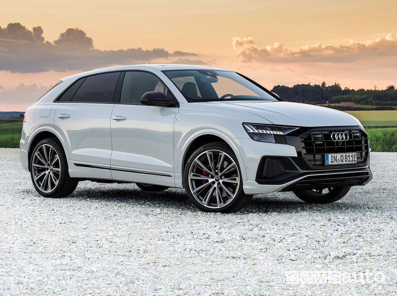 Vista laterale Audi Q8 TFSI e quattro