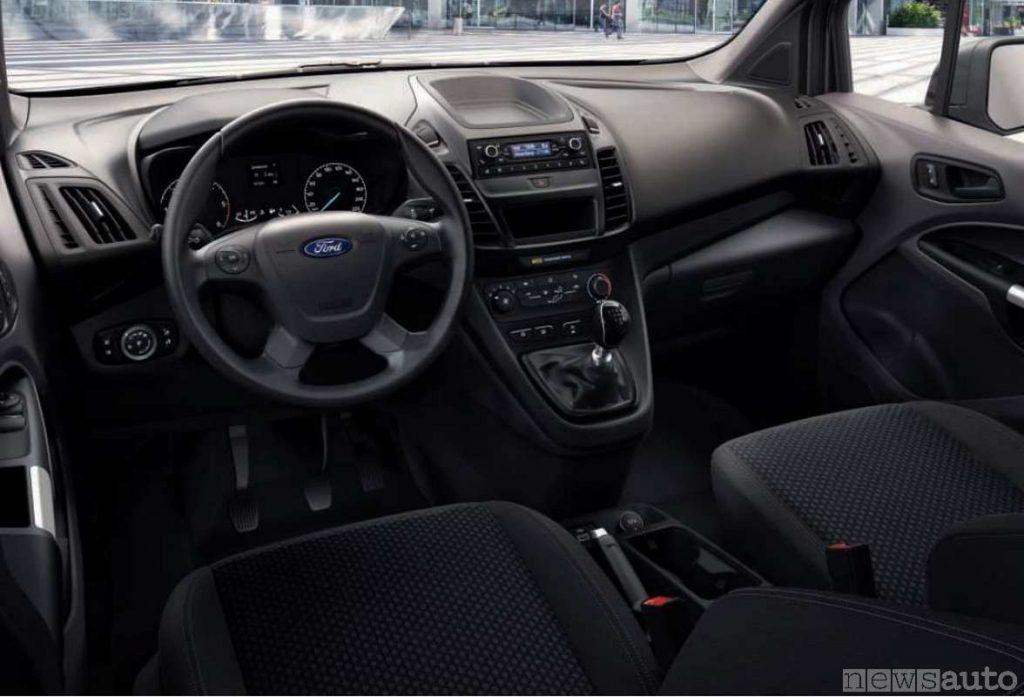 Plancia strumenti, volante e abitacolo del Ford Transit Connect