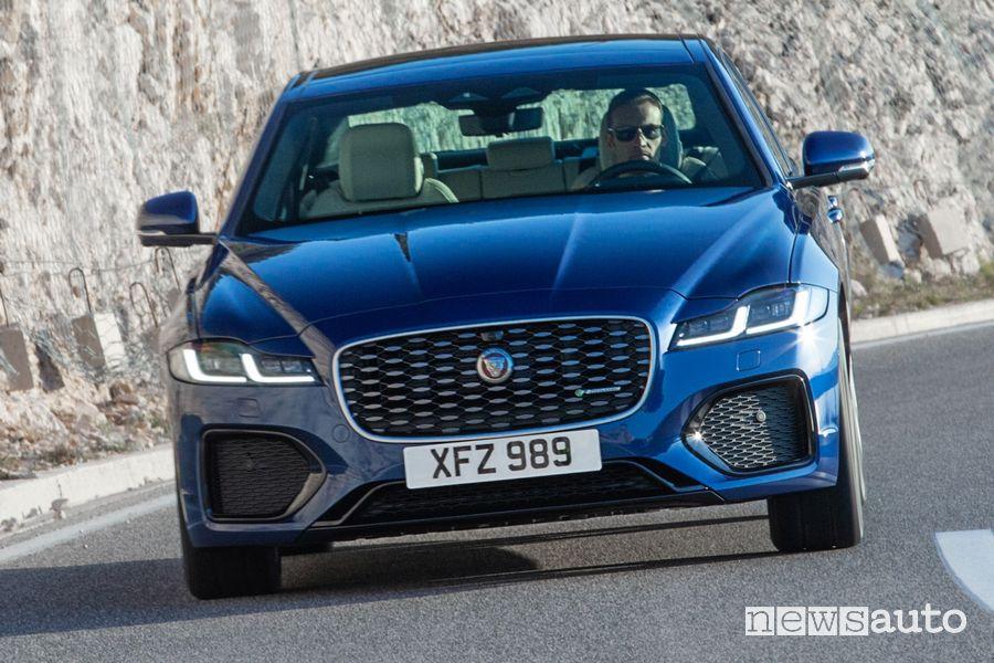 Vista anteriore nuova Jaguar XF