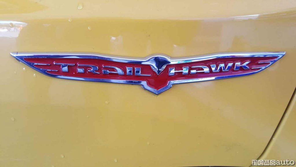 """Logo """"Trailhawk"""" della Jeep Renegade"""