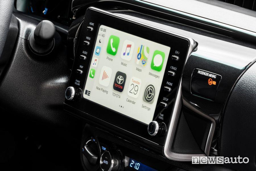 Touchscreen Apple CarPlay abitacolo Toyota Hilux Invincibile