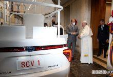 Photo of Papamobile ad idrogeno, Papa Francesco con la Toyota Mirai