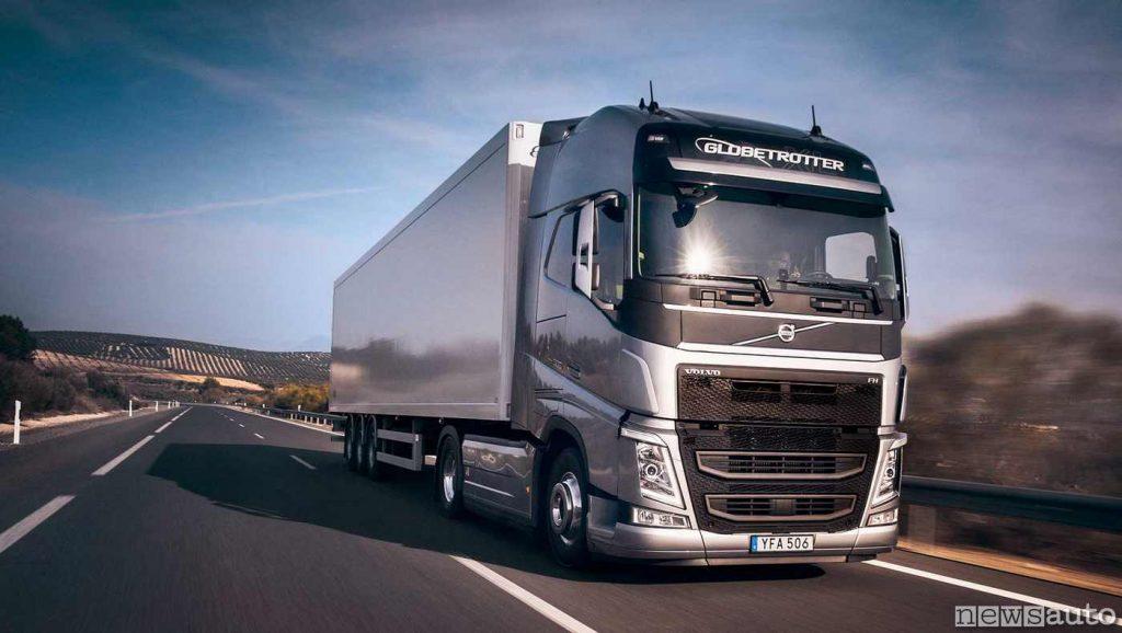 Il camion trattore Volvo FH