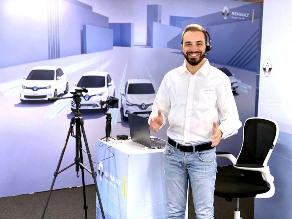 Il consulente E-xpert del Virtual Showroom di Renault specializzato nella gamma elettrica ed elettrificata