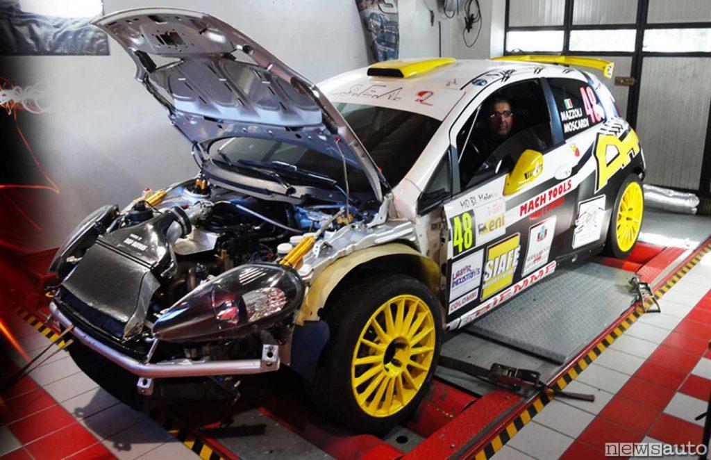 Fiat Punto, auto da corsa preparata per le gare, prova potenza al banco a rulli (DMP Motors)