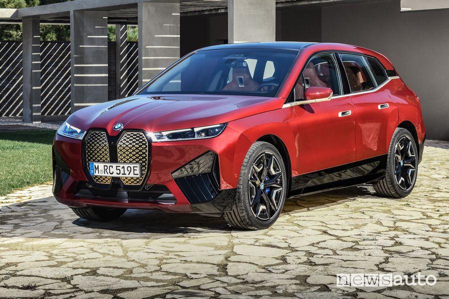 Vista di profilo BMW iX