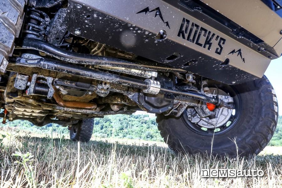 Vista ruote e ponte anteriore della Jeep Rubicon Gladiator JT