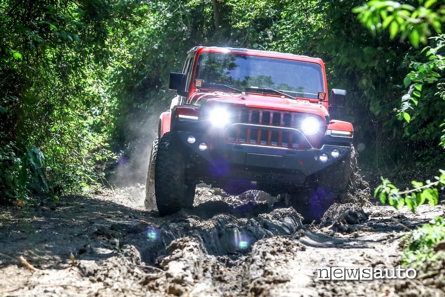 Attraversamento terreno sconnesso, twist e canaloni senza problemi  con il Jeep Rubicon Gladiator JT