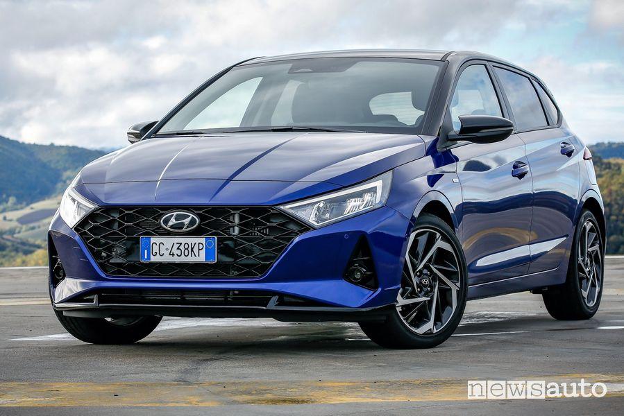 Vista di profilo nuova Hyundai i20