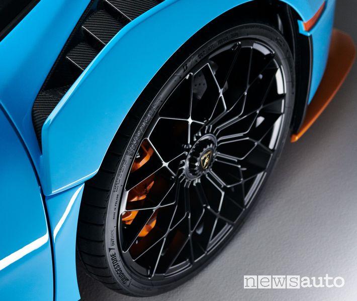 Cerchi Lamborghini Huracán STO su pneumatici Bridgestone Potenza