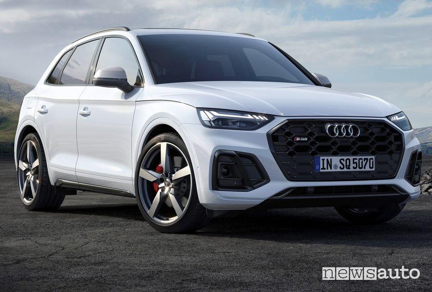 Vista di profilo Audi SQ5 TDI