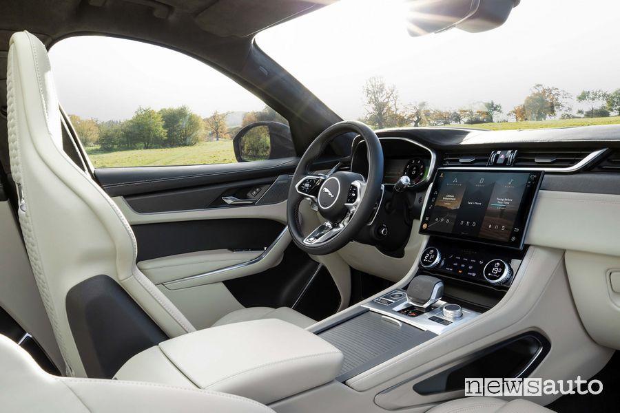 Volante, consolle centrale Jaguar F-Pace SVR