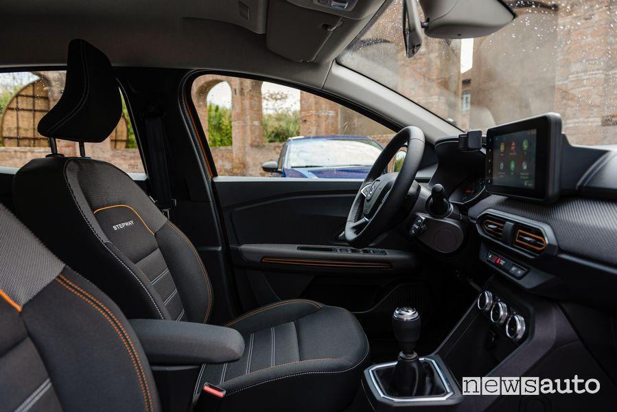 Sedili anteriori abitacolo nuova Dacia Sandero Steptway