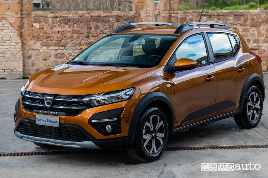 Vista di profilo nuova Dacia Sandero Steptway