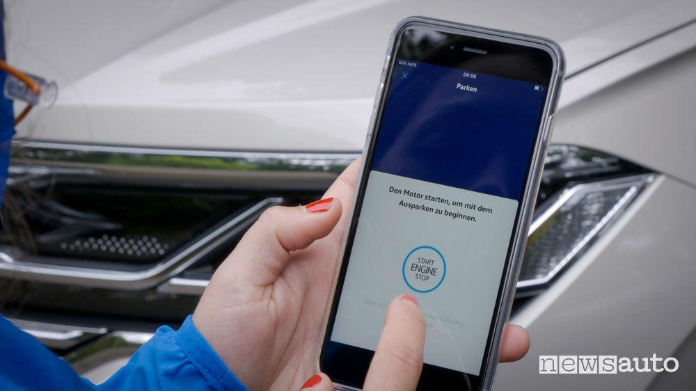 Con l'App Park Assist da remoto si controllano anche le manovre in uscita dal parcheggio