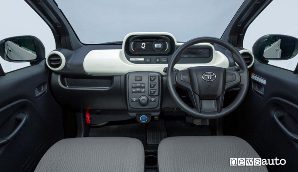 L'abitacolo di Toyota C+pod auto elettrica piccola e compatta