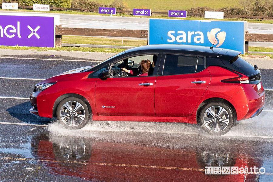 Lezioni di scuola guida sugli ADAS delle auto elettriche