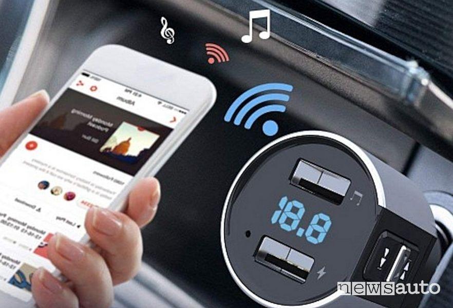 Collegamento smartphone con adattatori e cavi