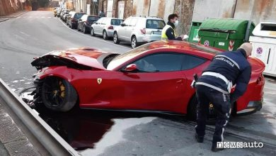 Photo of Ferrari del calciatore distrutta nell'incidente