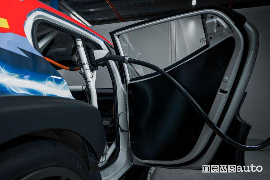 Hyundai Veloster N ETCR in ricarica