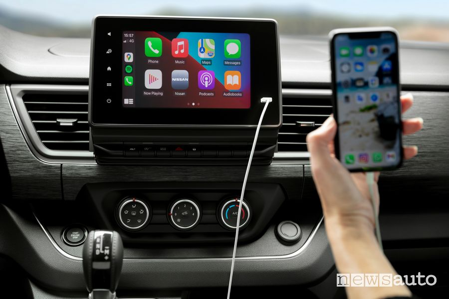 Apple CarPlay infotainment Nissan NV300 BUS