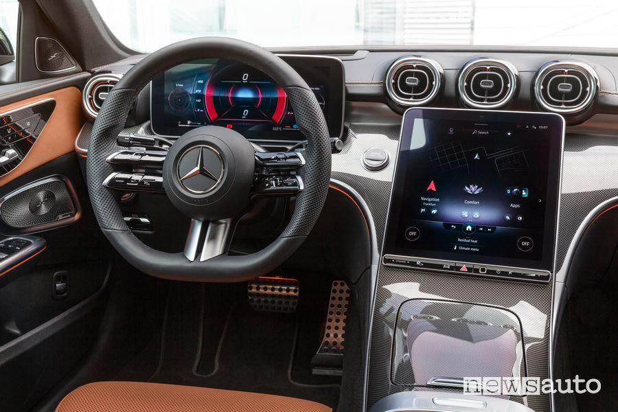 Volante, display multimediale abitacolo nuova Mercedes-Benz Classe C