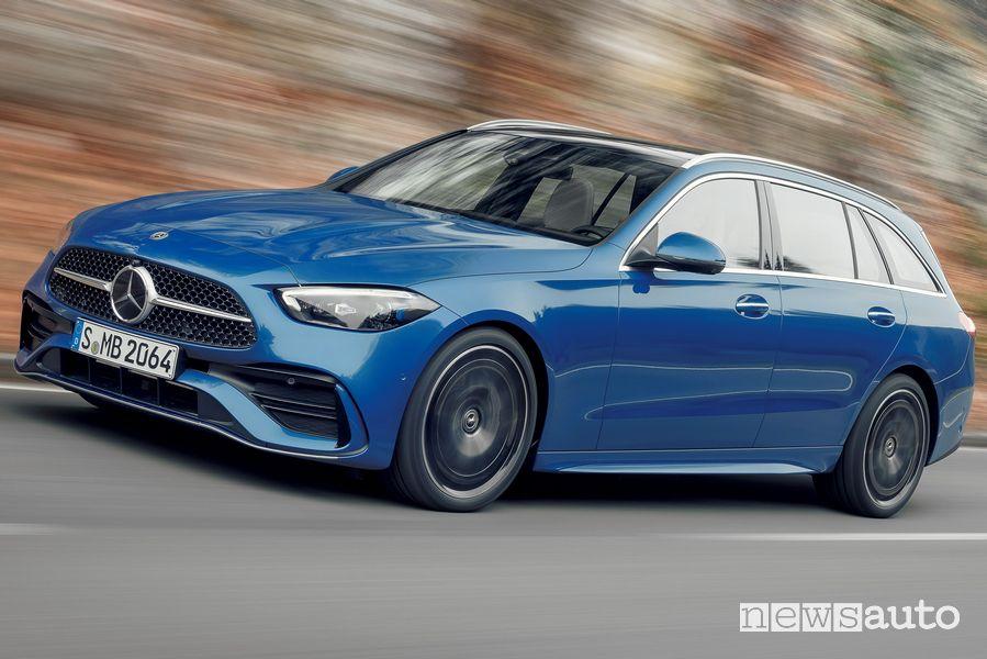 Vista di profilo nuova Mercedes-Benz Classe C Station Wagon in movimento