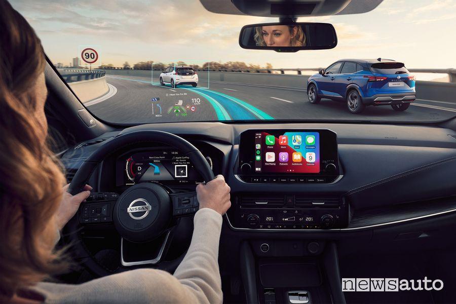 Head-up display abitacolo nuovo Nissan Qashqai