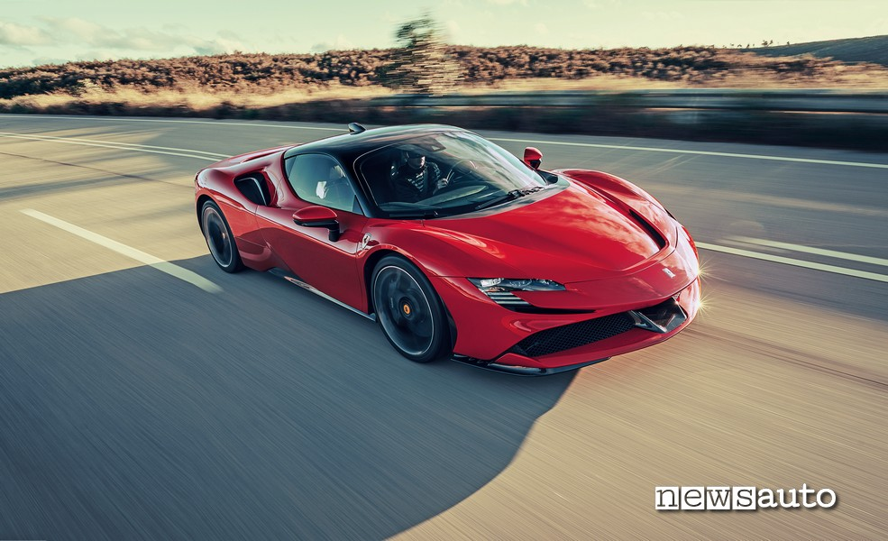 Ferrari SF90 Stradale supercar ibrida da 1000 CV