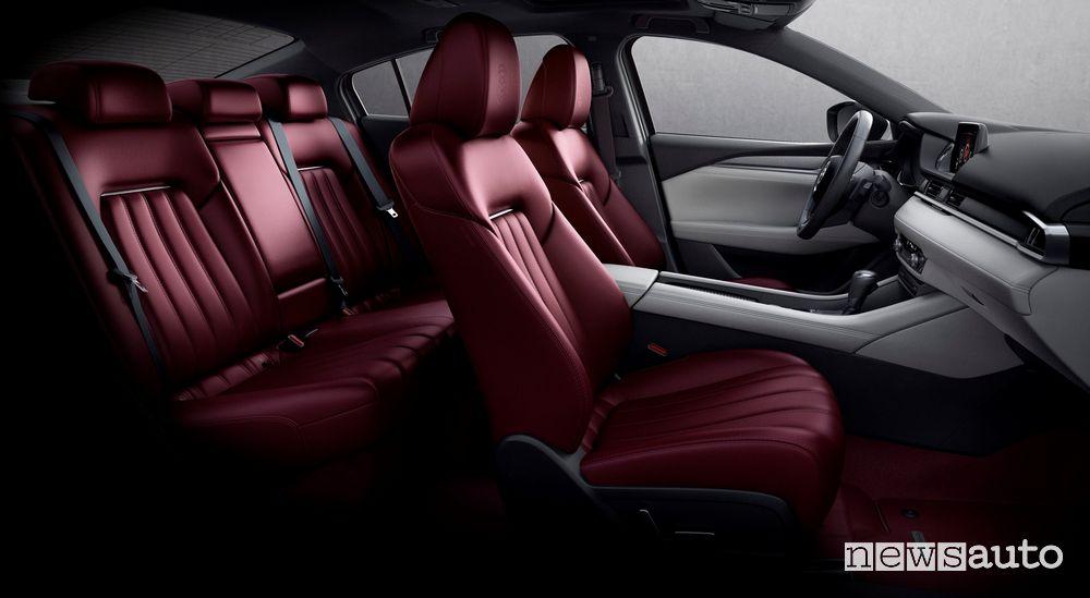 L'abitacolo della Mazda6 è elegante e confortevole