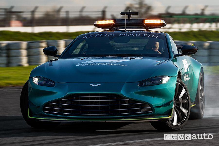Aston Martin Vantage safety car F1 in derapata