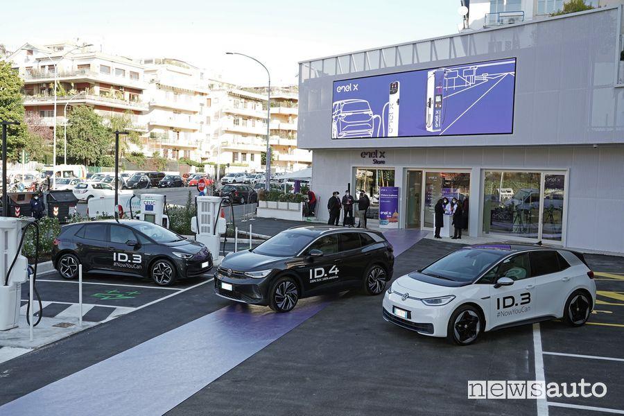 Prova auto elettrica Volkswagen ID nello store Enel X di Roma