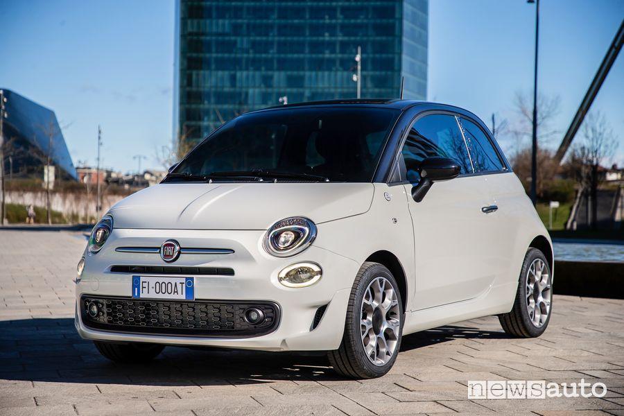 Vista di profilo Fiat 500 Hey Google