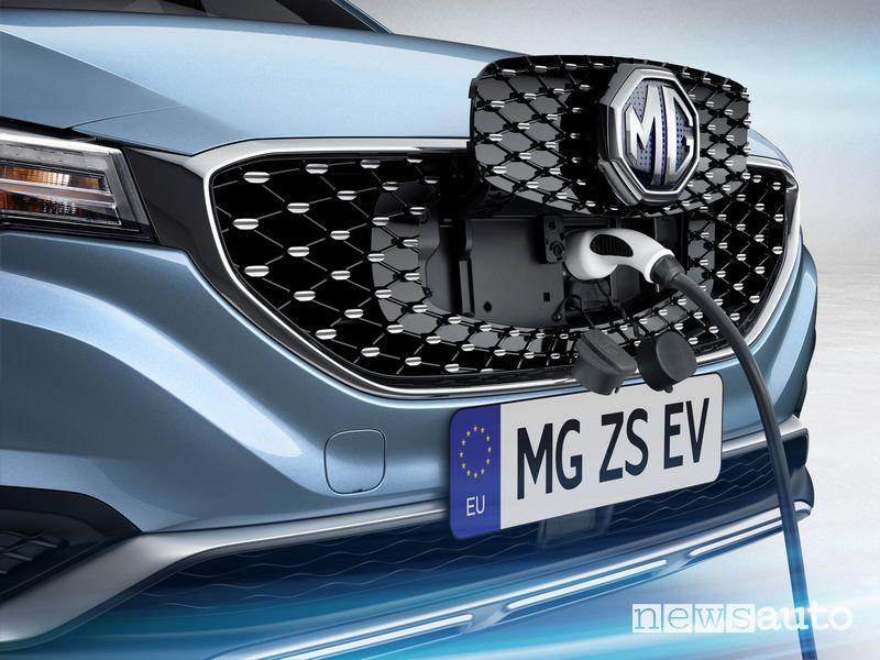Presa di ricarica griglia anteriore MG ZS EV SUV elettrico