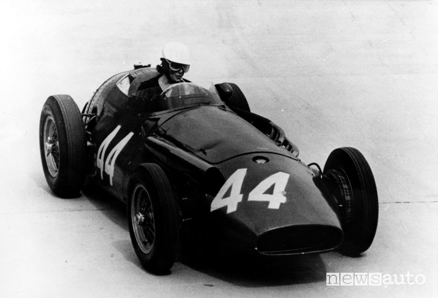 Maria Teresa De Filippis durante le prove del GP Monaco del 1958, forte pilota donna