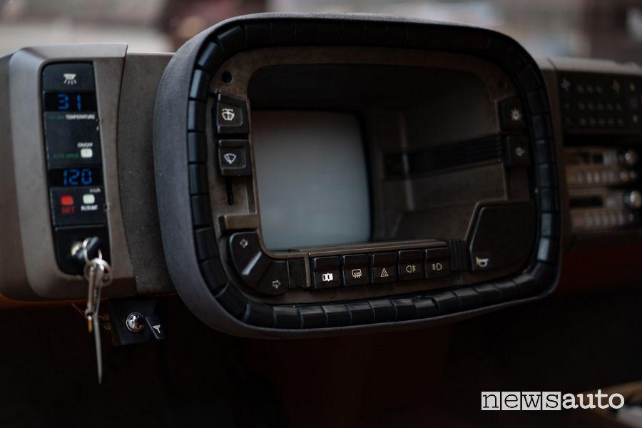 Quadro strumenti a tubo catodico Mazda MX-81 concept