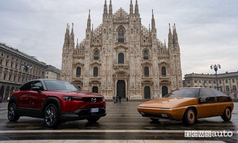 Mazda MX-30 EV e la MX-81 concept in Piazza del Duomo a Milano