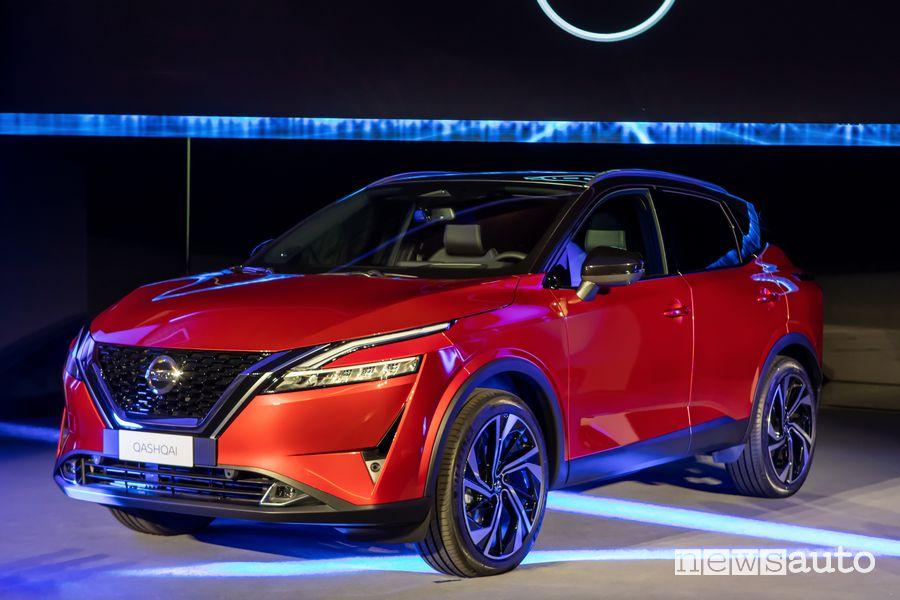 Vista di profilo nuovo Nissan Qashqai