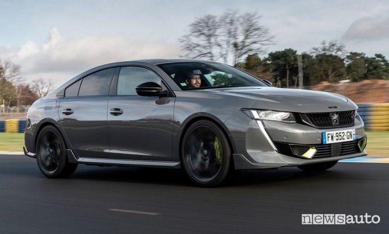 Vista di profilo Peugeot 508 Sport Engineered fastback su strada