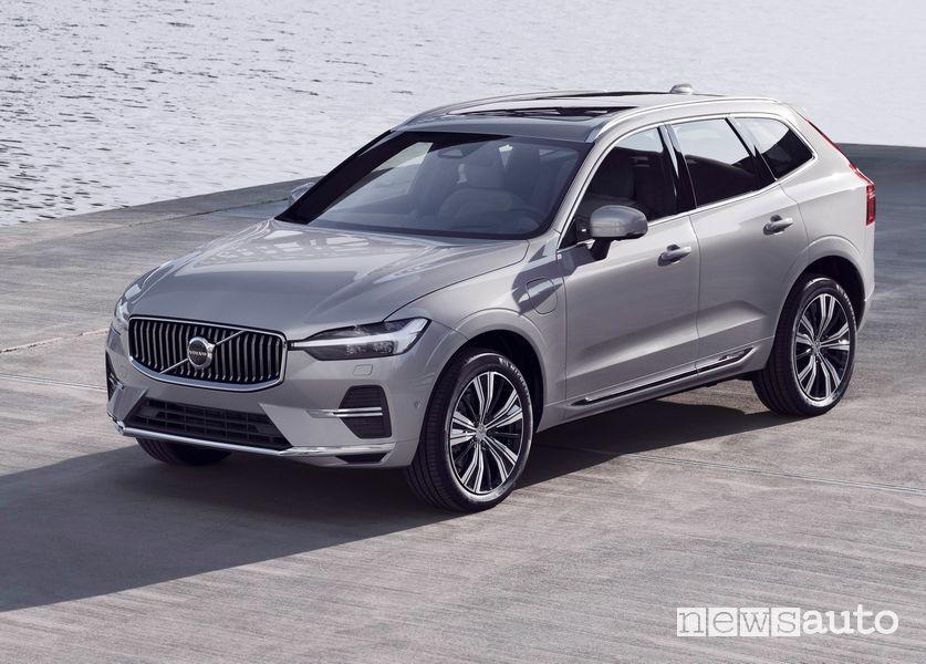 Vista di profilo Volvo XC60 2022