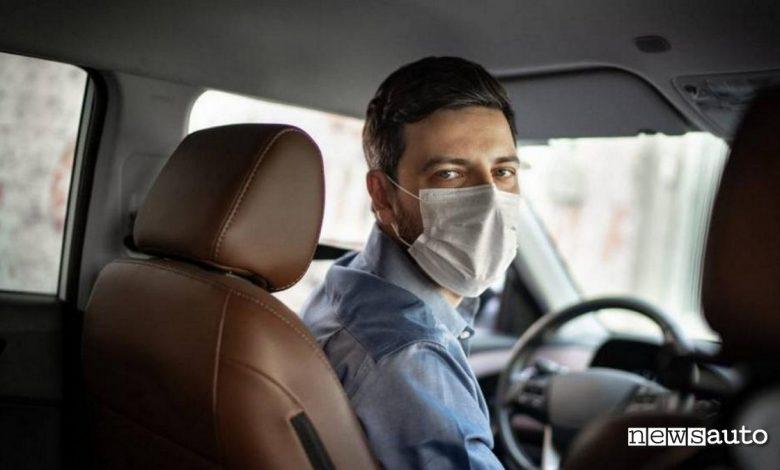 Uso mascherina anti Covid in auto