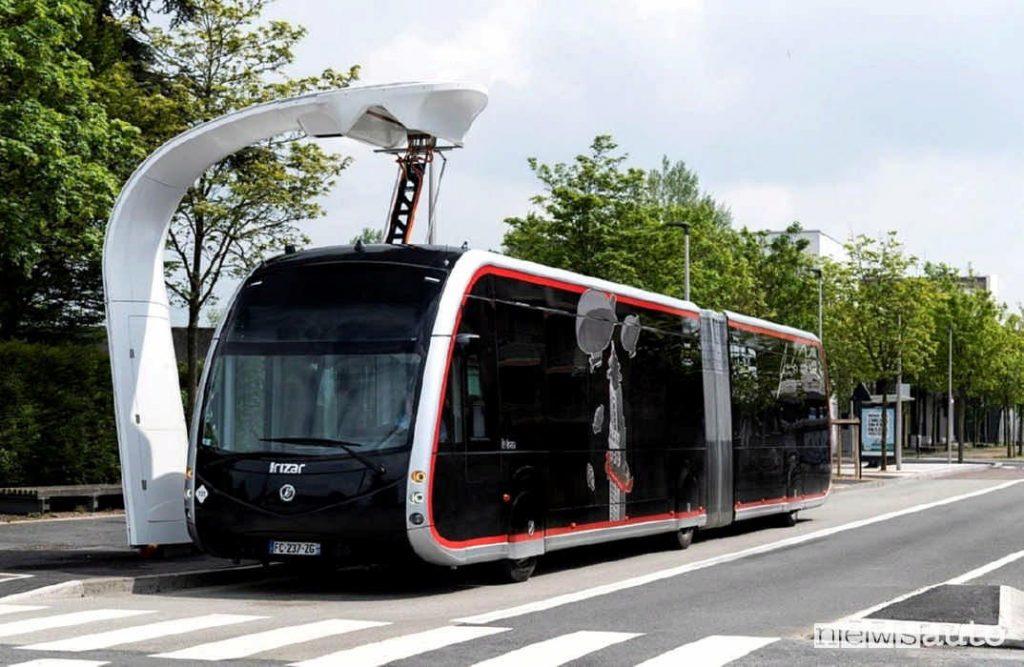 L'autobus elettrico futuristico che diventa una realtà di Taranto.