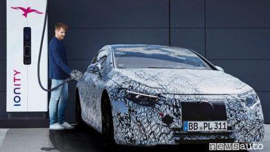 Photo of Mercedes-Benz EQS, l'elettrica di lusso con ricarica automatica