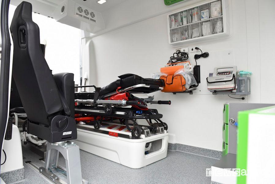 Interno ambulanza elettrica Mercedes eSprinter