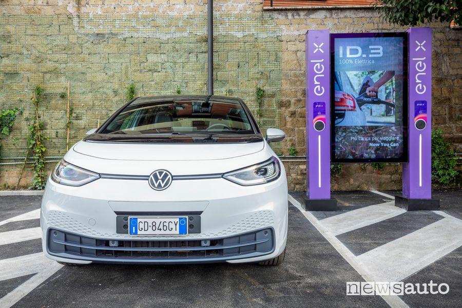 Nuova Volkswagen ID.3 nello store Enel X di Corso Francia a Roma