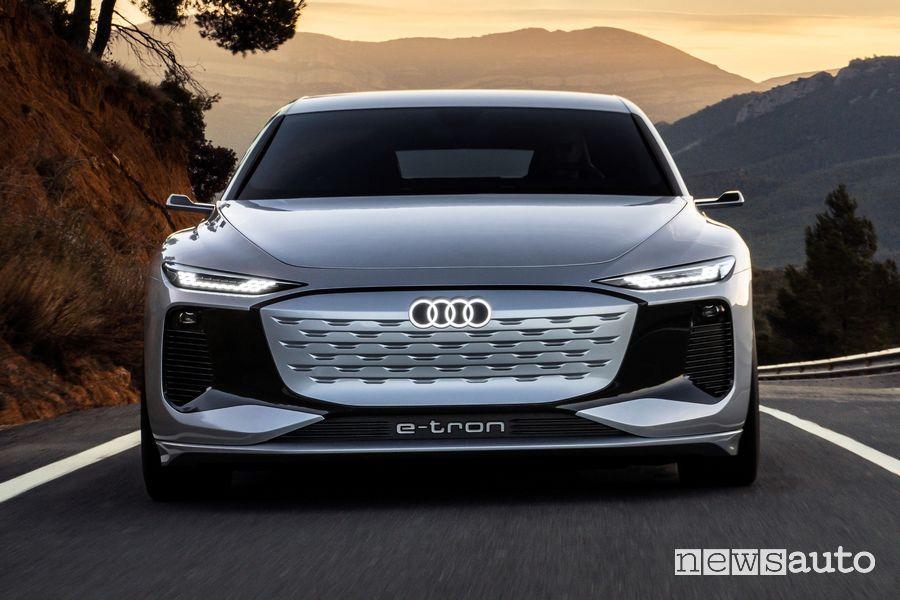 Frontale Audi A6 e-tron concept in movimento
