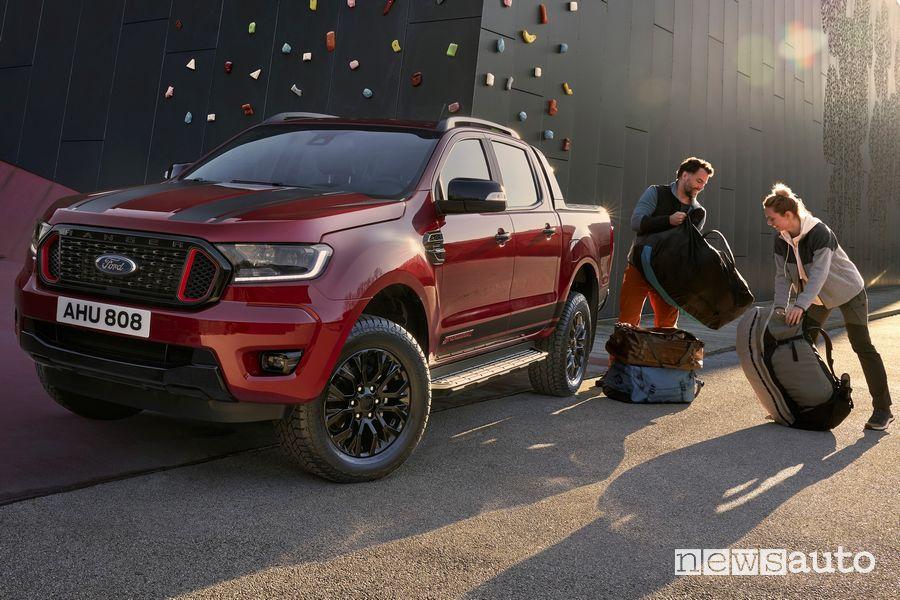 Vista di profilo Ford Ranger Stormtrak