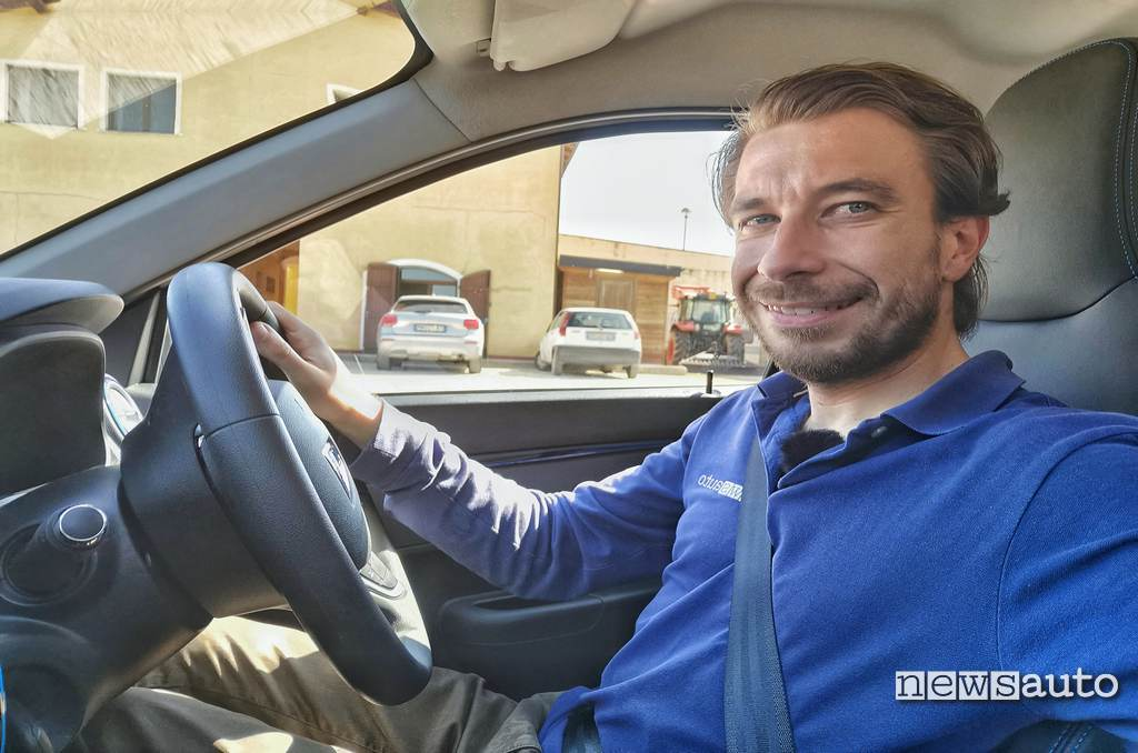 Marco Paternostro prova su strada Dacia Spring Electric 2021