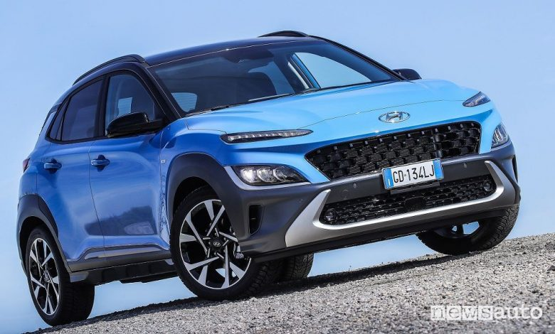 Vista di profilo nuova Hyundai Kona