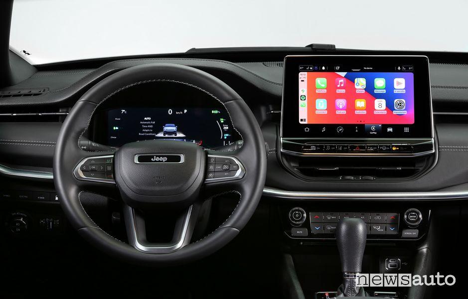 Plancia strumenti infotainment con Apple CarPlay abitacolo nuova Jeep Compass S 4xe